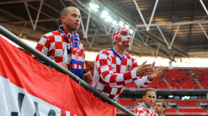 Croatia coach plays down tensions ahead of first game against Serbia - video