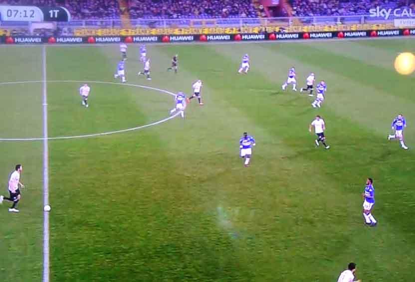 Imposta Ranocchia,D'ambrosio scappa sulla profondità incontro la mezzala e Podolski dietro Palombo,difesa blucerchiata stretta e corta con il centrocampo
